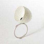 Sterling silver, cocoon and black pearl ring from the SILKY COLLECTION